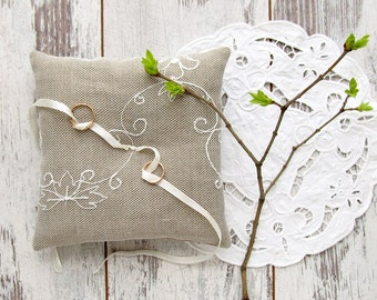 Wedding ring pillow, burlap and lace bearer pillow, white rustic wedding cushion