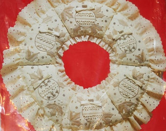 UNOPEN, Vintage 1980s Candlewick 20 Inch Holly Wreath Kit by Paragon Needlecraft, Unopened Kit