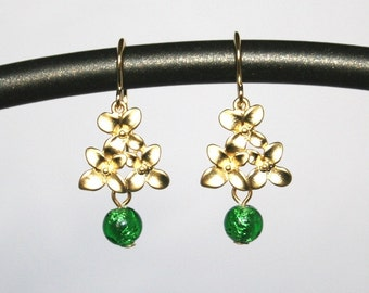 Denay  -  Golden cherry blossom earrings with emerald drops
