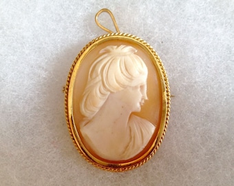 "18k shell cameo pin / pendant. Marked ""750"" - yellow gold"