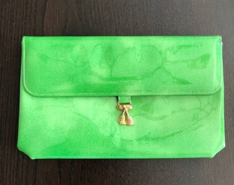 Mod green clutch -- PVC with gold clasp