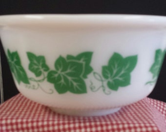 """Hard to Find Vintage Hazel Atlas """"Ivy"""" Mixing Bowl; Excellent Condition; A Must See"""