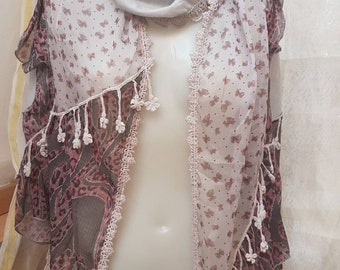 Very original chiffon scarf. Scarf with three layers and colors and with fringes of shape flowers.
