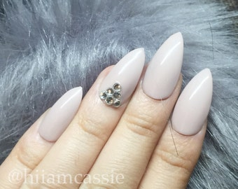 Accent triangle | Neutral nails | Press on Nails | False nails | Glue on Nails