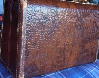 VINTAGE SAMSONITE SUITCASE, travel bag, carry on, train case, luggage bag, alligator style, mid century, overnite