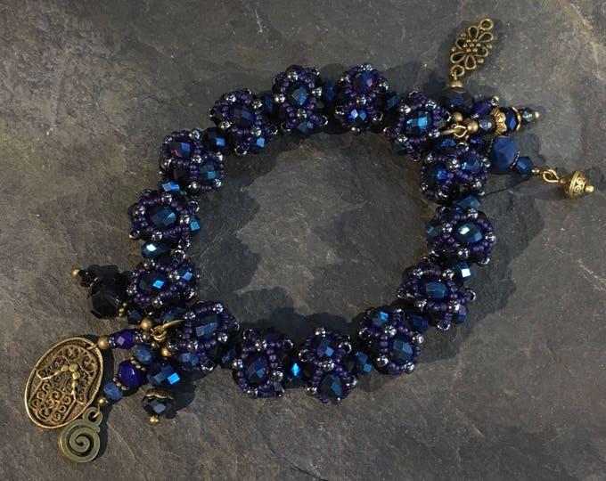 Handgemachtes Perlen Armband aus Toho Perlen. Mit Hamsa Hand der Fatima Anhänger.