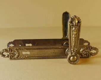 Elegant Ancienne Paire De Louis XV Poignées De Porte Avec Assorti Plaques    Matériel De Porte De