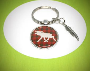 keychain with white moose silhouette on a lumberjack red and blanc pattern , 30mm keyring