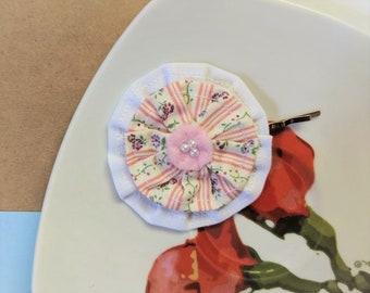 Épingle à cheveux mini rosette, pince à cheveux volant rustique à fines rayures en tissu fleuri ~ rose faux perle décorative barrette à cheveux