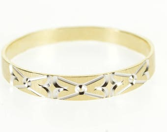 10k Diamond Etched Bow Patterned Wedding Band Ring Gold