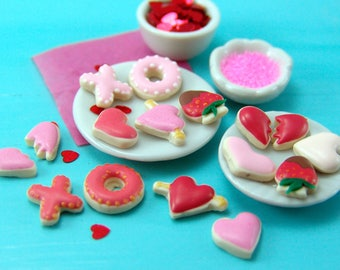 Flexible Silicone Mold Set // Dollhouse Valentine's Day Cookies // 1:12 Scale Food and Food Jewelry Projects
