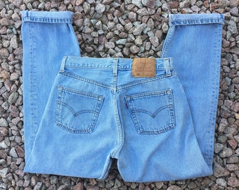 "Vintage Original Levi's 501 For Women Light Wash Slim Tapered Classic Fit Denim Jeans Tagged 30x30 Fit 28"" Waist"