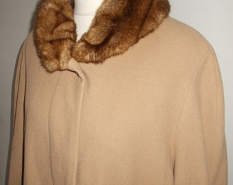 Vintage womens camel coat 80s Wool mix camel coloured coat with faux fur collar size large to X large