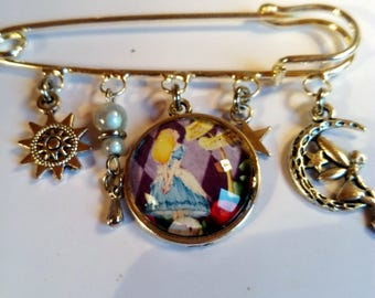 PIN or jewelry bag cabochon Alice the Wonderland is an original vintage chic Princess gift