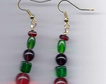 Beaded Dangle Earrings in Christmas Red and Green E22