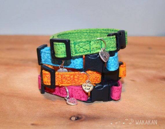 Cat collar Simple Colors. Very soft. Made with 100% cotton fabric with a breakaway buckle.Blue, green, pink, orangeWakakan