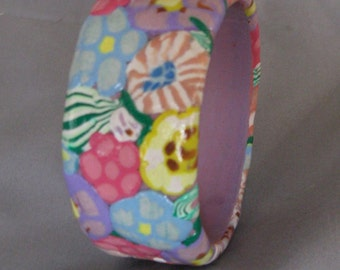 Think spring!  pastel flowers polymer clay bangle