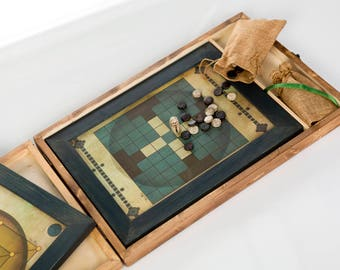 Box handmade in wood with 4  board games