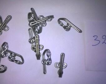 320) for shirring tape metal hooks