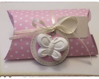 """""""Pillow"""" favor for every event embellished by chalk butterfly/Fiore"""