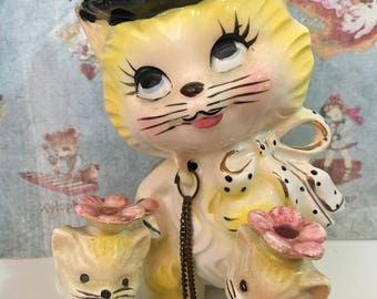 FREE WORLDWIDE SHIPPING Rare Vintage Fancy Feline Kitty Cat Mama and Baby Kittens Family with Gold Accents Collectible Lipper Mann Figurines