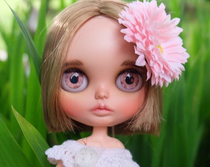MENA is looking for love. OOAK custom blythe doll