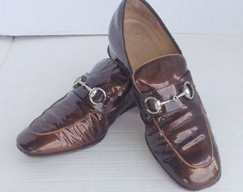 sz 8.5  vintage GUCCI walking shoes, chestnut brown patent leather flat loafers