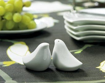 Salt and Pepper Shaker Love Bird Wedding Favour – Pack of 1 pair
