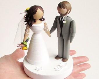 Quilled Paper Bride and groom figurine, handmade wedding portrait cake topper, bridal shower gift, unique wedding decor, unique wedding gift