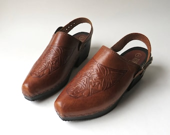Boho vintage Hand Tooled Honey Brown Leather Slingback Clogs / The Leather Collection / Made in Brazil / Boho Indie Hippie Hipster Folk