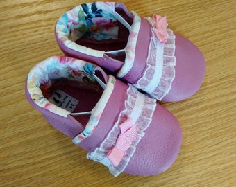 Tulip baby girls shoes with flowered lining and bows size 3-6 months baby girls moccasins