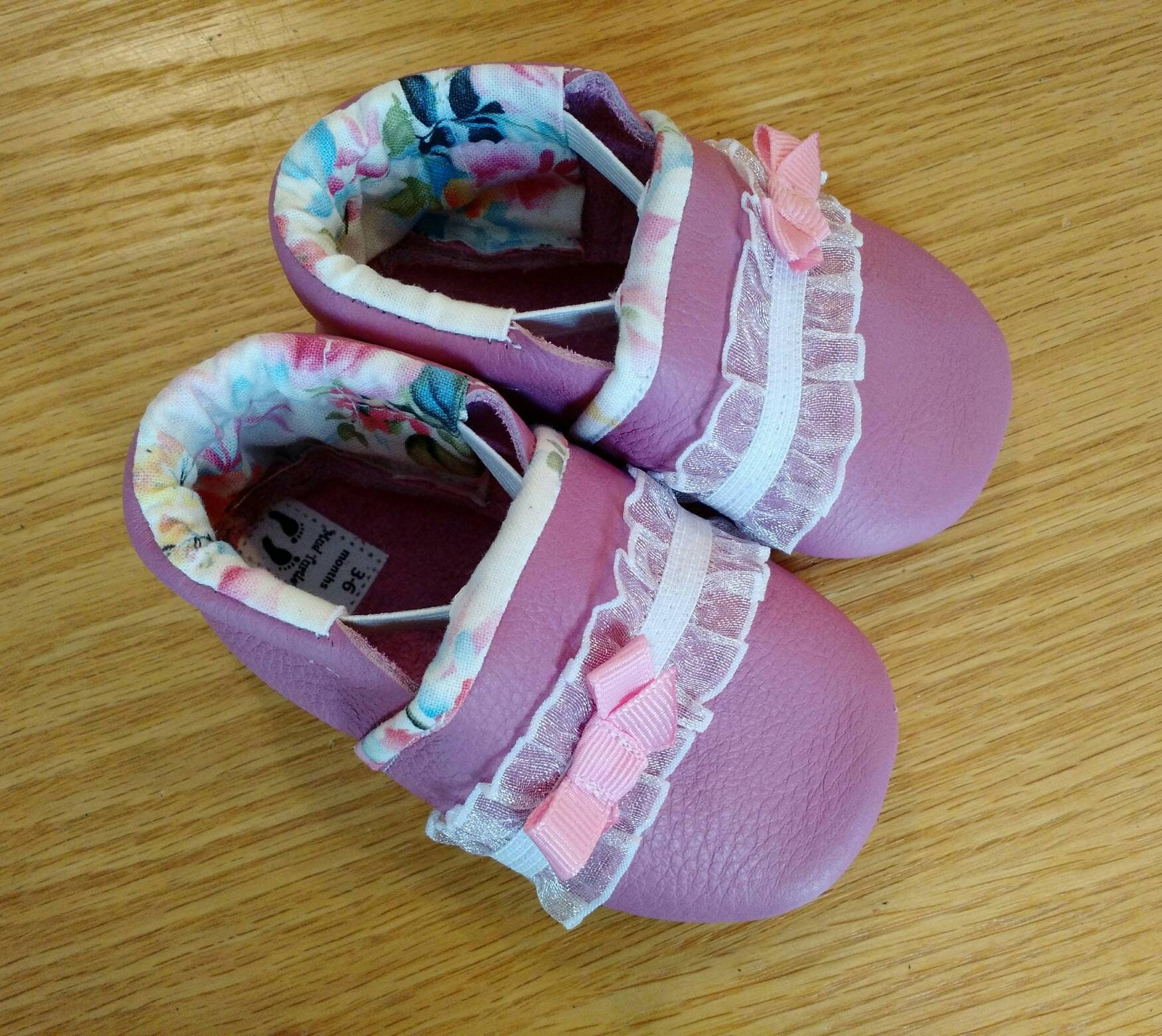 Tulip baby girls shoes with flowered lining and bows size 3 6
