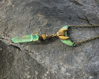 Green Crystal Necklace, Crystal Necklace, Crystal Pendant, Crystal Point, Aura Crystal, Crescent Moon Necklace, Celestial Necklace, Wiccan