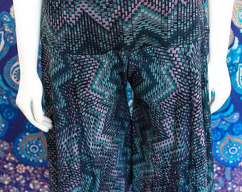 Muted Chevron - Totally funky stretchy Flow Shorts - Yoga - Fun for Summer