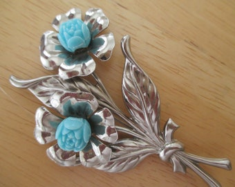 Vintage costume jewelry  / flower brooch