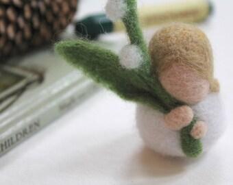 Natural felt Easter basket, natural Easter toy, Waldorf Easter toy, Waldorf Easter, Waldorf Doll, needle felted toy Easter, Easter gift, toy