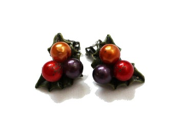 vintage earrings 1950s jewelry holly berry leaf bead cluster clip ons