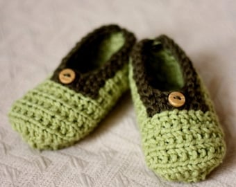 Knitting Pattern (PDF file) - Baby Slippers Green (0-6/6-12/12-18 months)