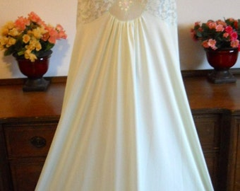 Vintage Shadowline Nightgown ~ 1960's  Silky Mint Green Nylon Nightgown ~ Long Elegant Gown ~ VLV ~ Pin Up Girl ~ Lolita ~ Size Medium