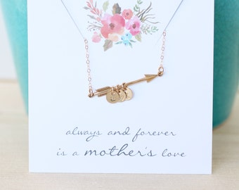 Collier initiale de la fête des mères, maman collier, les initiales des enfants, deux enfants, flèche d'or collier avec des initiales, collier, moderne personnalisé