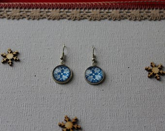 Earrings, blue / white flower glass cabochon