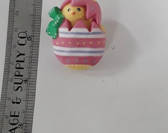 Gold toned easter pin brooch cute chick in an egg needs cleaned used