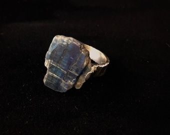 Kyanite cast in place ring