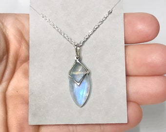 "Moonstone Pendant Sterling Silver w/ 18"" Chain"