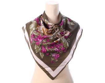 GREEN Floral Scarf 80s Flowers Printed Wine Red Beige Garden Flowers Print 1980s Bohemian Vintage Mod Mad Men Retro Neck Shawl Womens Gift