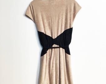 Vintage - 1980's - Terry Cloth - Cinch Waist - Tan and Black - Geometric Block Print - Boat neck // Cap Sleeve - Mid Length - Dress