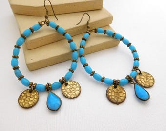 Vintage Turquoise Blue Glass Antiqued Gold Tone Bead Gypsy Boho Earrings QQ25