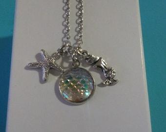 Mermaid charm necklace (White iridescent)
