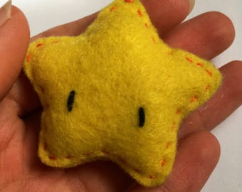 Hand embroidered felt brooch - Thelma the Star