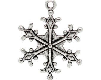 10 large charms/pendants in antique silver snowflake